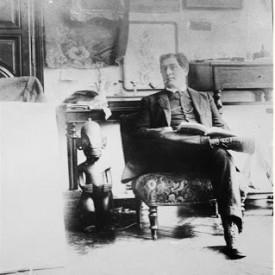 Guillaume Apollonaire in his friend Picasso's studio, 1910.