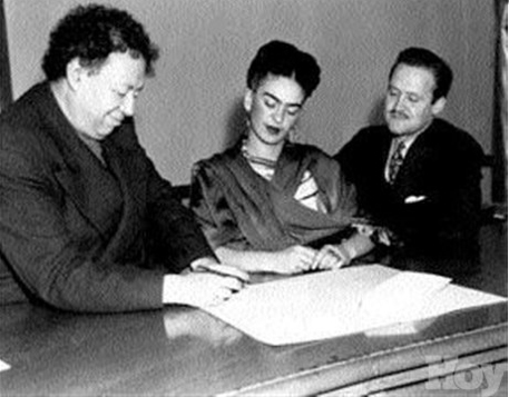 Frida and Diego sign the register in San Francisco, December 8, 1940.